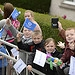 Children cheer as the Glasgow 2014 Queen's Bato...